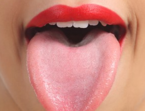 How to Clean your Tongue, Naturally, With Baking Soda, a Spoon, Scraper, Toothbrush